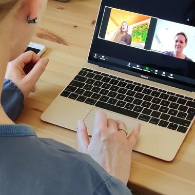 Psykoterapeut Dorthe Geer Rasmussen, tilbyder online terapi, typisk for klienter som bor i udlandet, eller som af anden grund ikke kan møde op fysisk